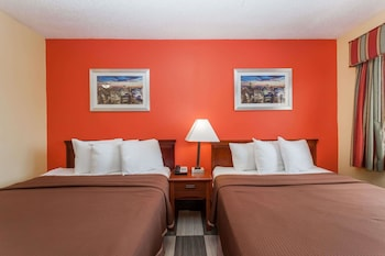 Guestroom at Travelodge by Wyndham Jersey City in Jersey City
