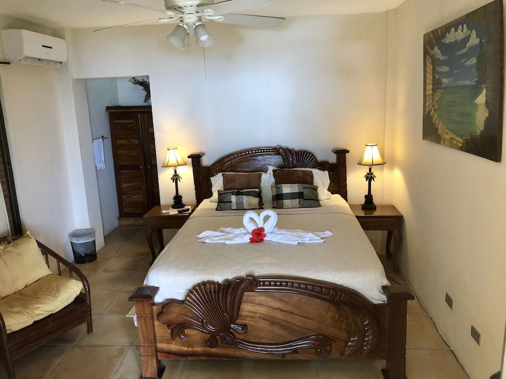https://i.travelapi.com/hotels/16000000/15210000/15203500/15203473/3f5ff171_z.jpg
