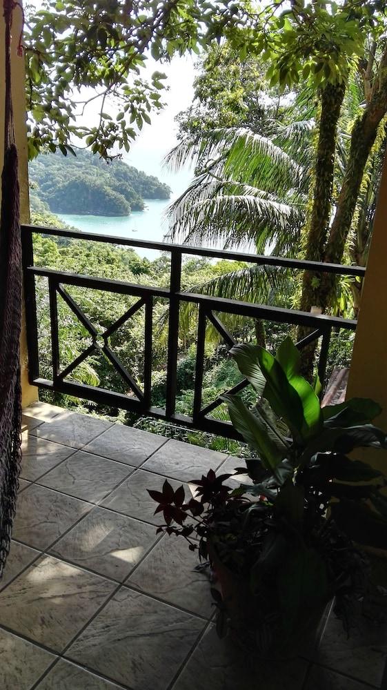 https://i.travelapi.com/hotels/16000000/15210000/15203500/15203473/4d898da4_z.jpg