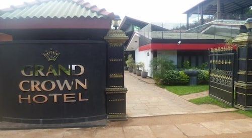 . Grand Crown Hotel