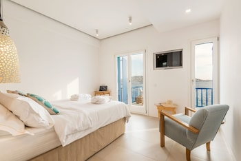 Hotel - Bluetopia Suites