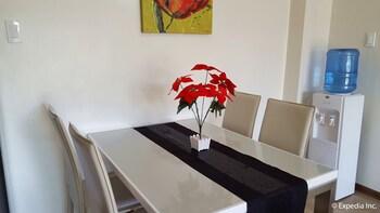 PRESTIGE VACATION APARTMENTS - BONBEL CONDOMINIUM In-Room Dining