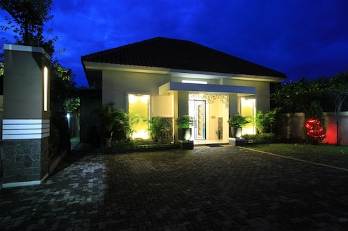 . Natura Rumah Singgah Guest House