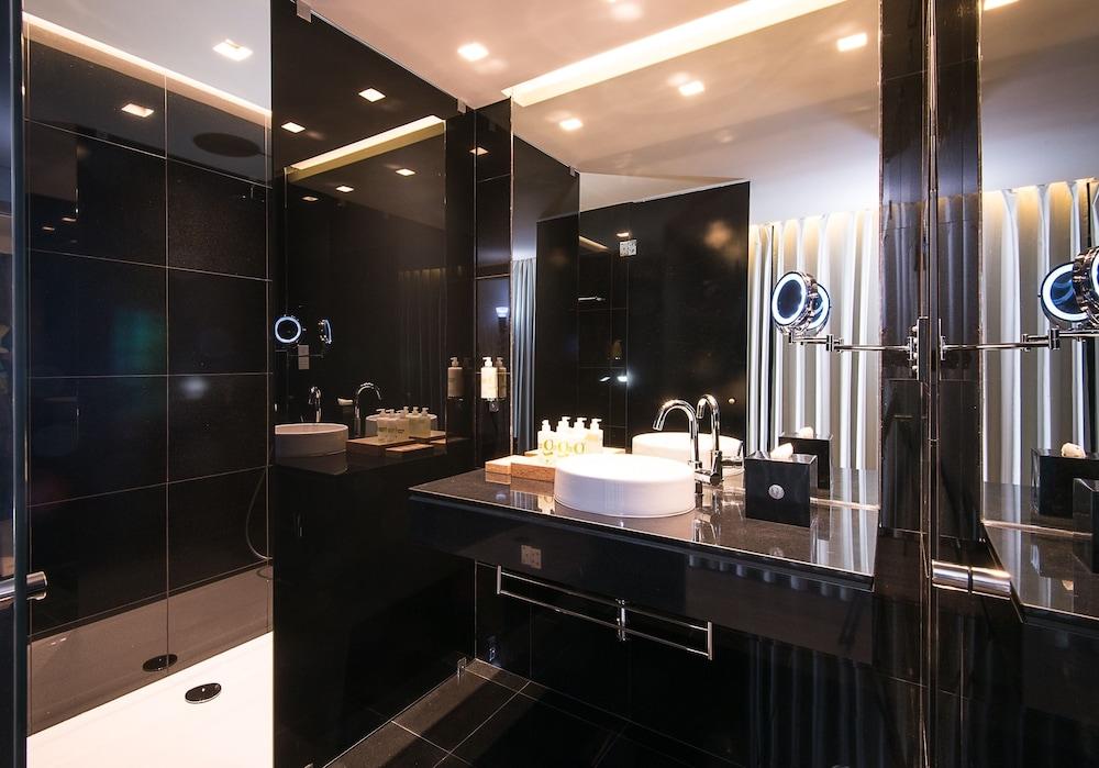https://i.travelapi.com/hotels/16000000/15250000/15244400/15244399/0d96a8fe_z.jpg