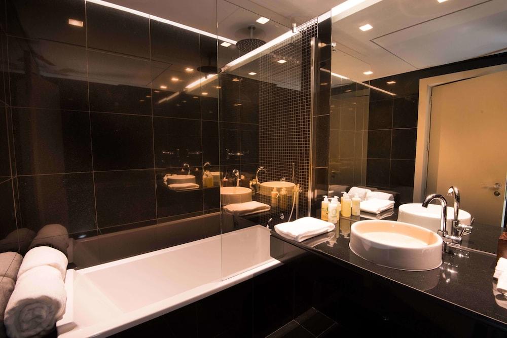 https://i.travelapi.com/hotels/16000000/15250000/15244400/15244399/522a52d1_z.jpg