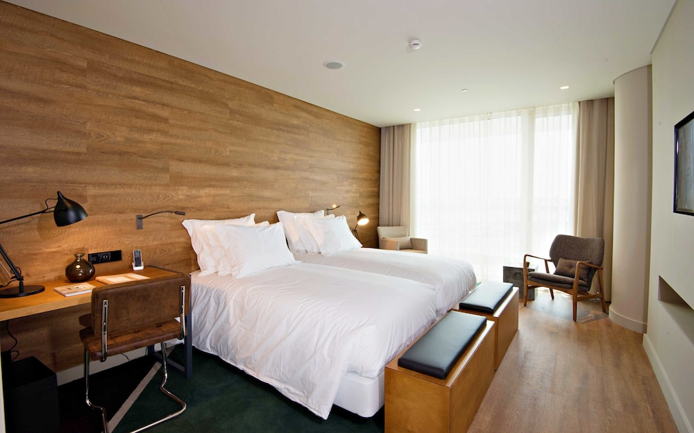https://i.travelapi.com/hotels/16000000/15250000/15244400/15244399/bf846167_z.jpg