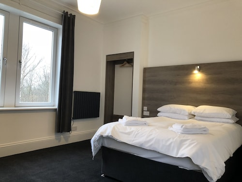 . Glasgow Airport Apartments
