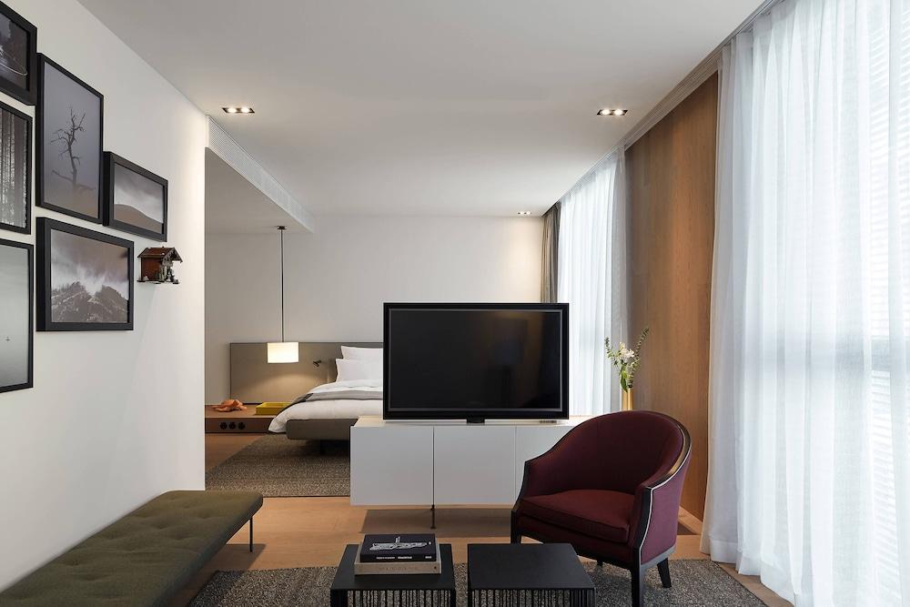 https://i.travelapi.com/hotels/16000000/15260000/15259000/15258980/f3bd1a23_z.jpg