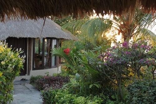 Coconut Beach Resort, Buleleng