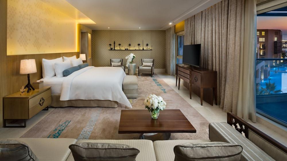 https://i.travelapi.com/hotels/16000000/15270000/15267600/15267600/0c2e096f_z.jpg