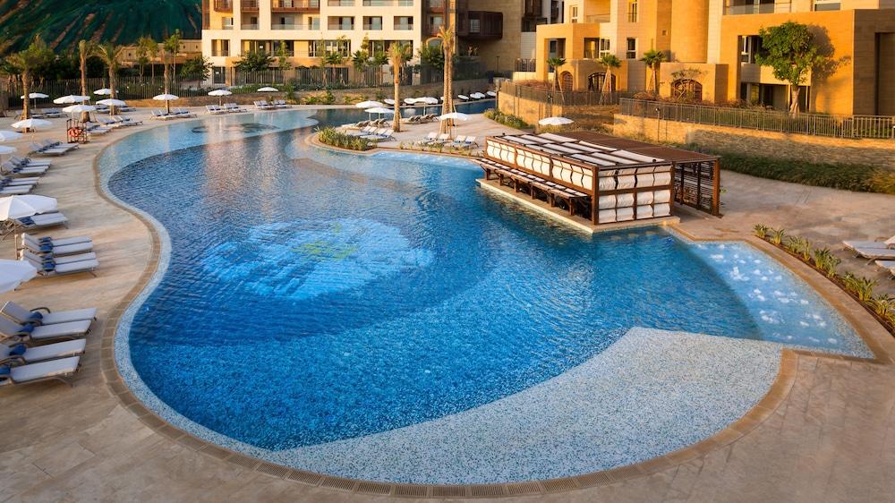 https://i.travelapi.com/hotels/16000000/15270000/15267600/15267600/1f8e8db9_z.jpg