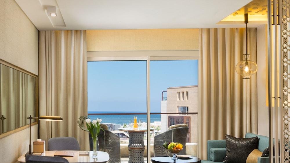 https://i.travelapi.com/hotels/16000000/15270000/15267600/15267600/3ea62bb5_z.jpg