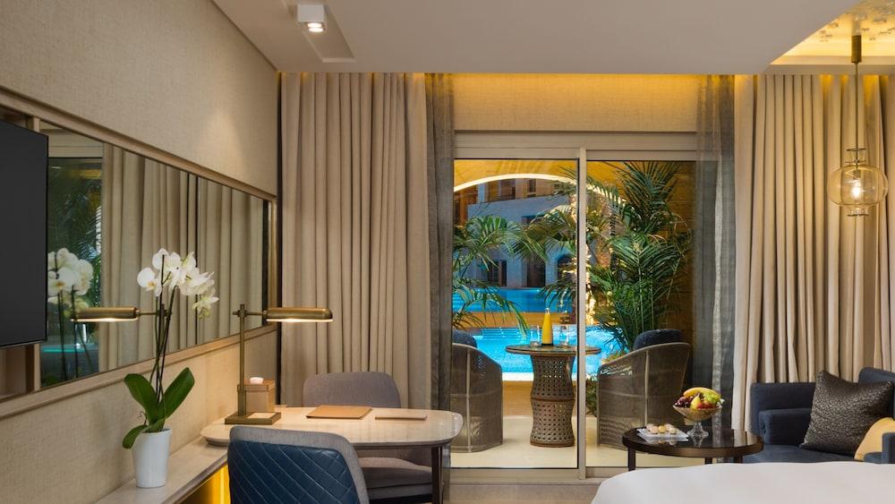 https://i.travelapi.com/hotels/16000000/15270000/15267600/15267600/5b2b5d73_z.jpg
