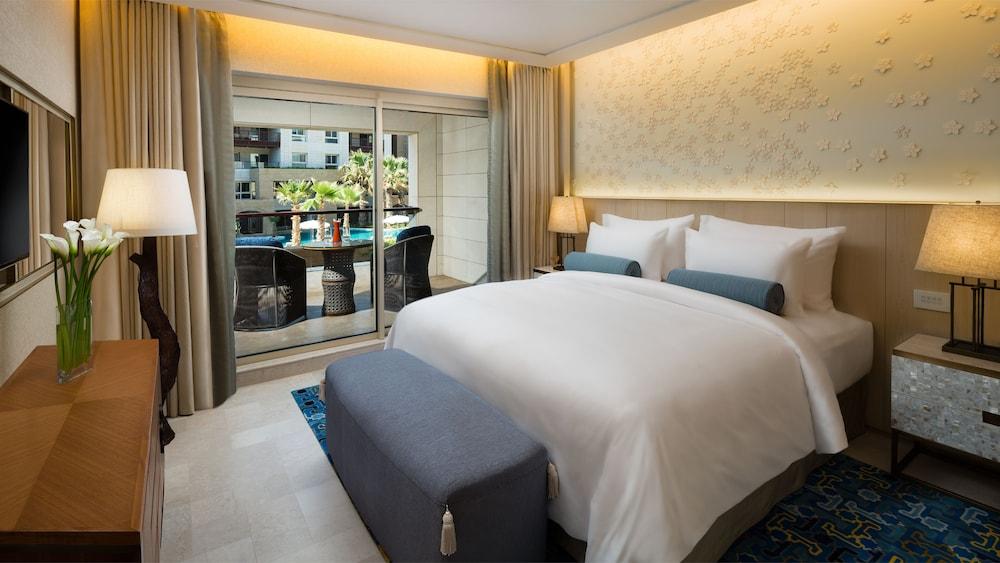 https://i.travelapi.com/hotels/16000000/15270000/15267600/15267600/7b73638d_z.jpg