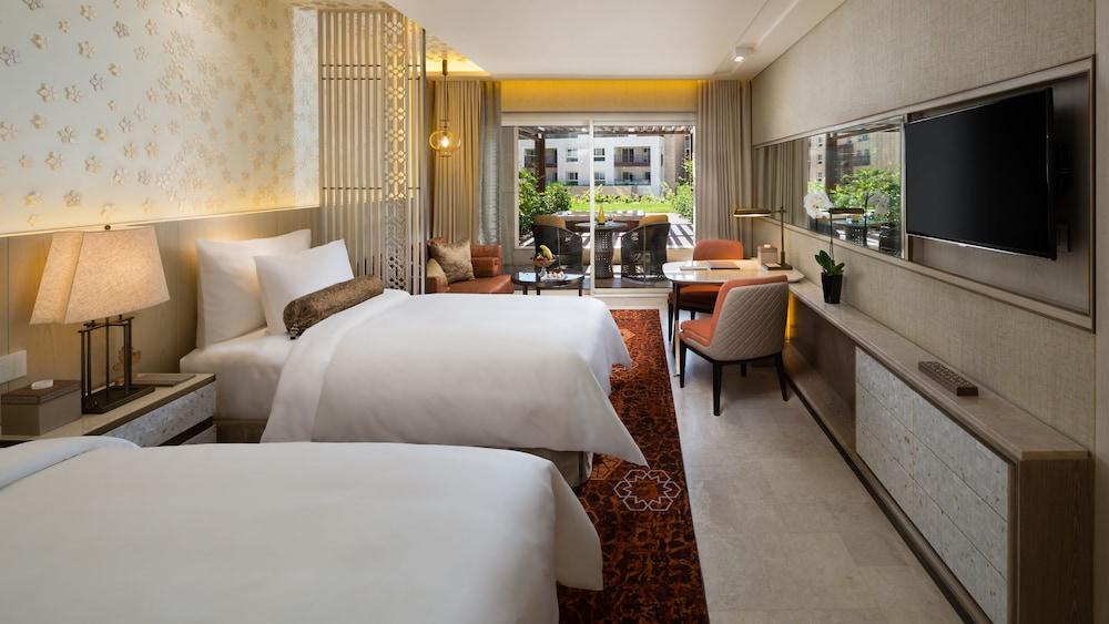 https://i.travelapi.com/hotels/16000000/15270000/15267600/15267600/a72e8385_z.jpg