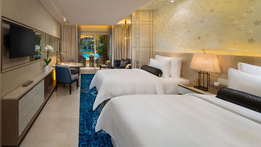 https://i.travelapi.com/hotels/16000000/15270000/15267600/15267600/ac11a44c_z.jpg