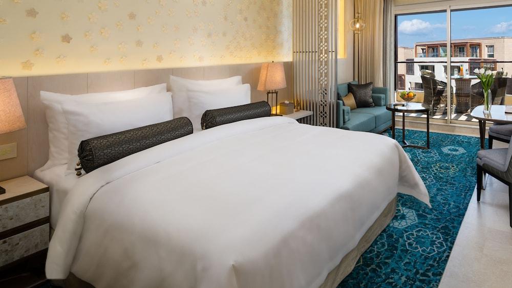 https://i.travelapi.com/hotels/16000000/15270000/15267600/15267600/e3505d06_z.jpg