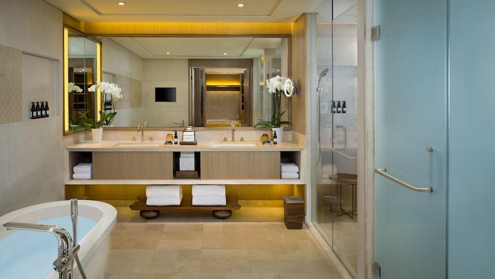 https://i.travelapi.com/hotels/16000000/15270000/15267600/15267600/f52f765b_z.jpg