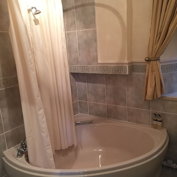 Lovat House Bed and Breakfast - Bathroom  - #0