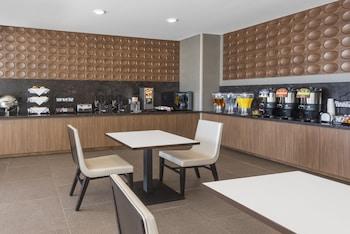 Wingate by Wyndham Loveland - Breakfast Area  - #0