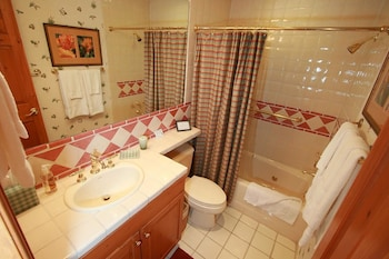 Pinehurst Townhomes by Vail Realty - Bathroom  - #0