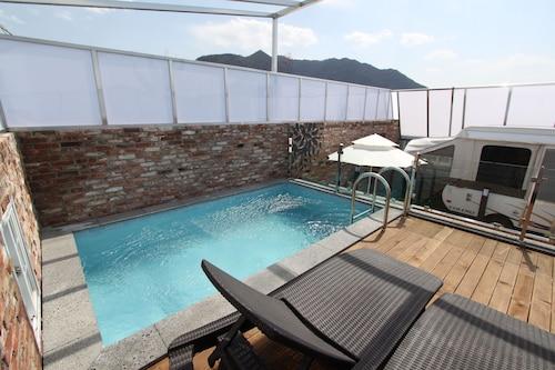 February Hotel Apsan, Buk