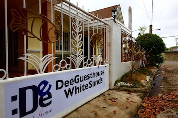 DEE GUESTHOUSE - WHITE SANDS Property Grounds