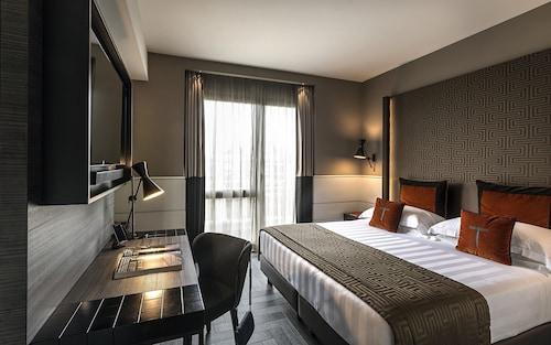 __{offers.Best_flights}__ The Tribune Hotel