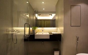 Shwe Pyi San Yar Hotel - Bathroom  - #0