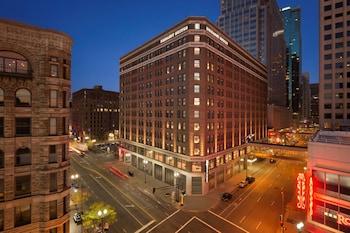 明尼亞波利斯市中心希爾頓大使套房飯店 Embassy Suites by Hilton Minneapolis Downtown