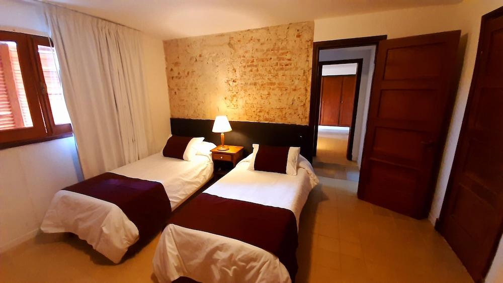 https://i.travelapi.com/hotels/16000000/15370000/15361700/15361679/17a12f2b_z.jpg