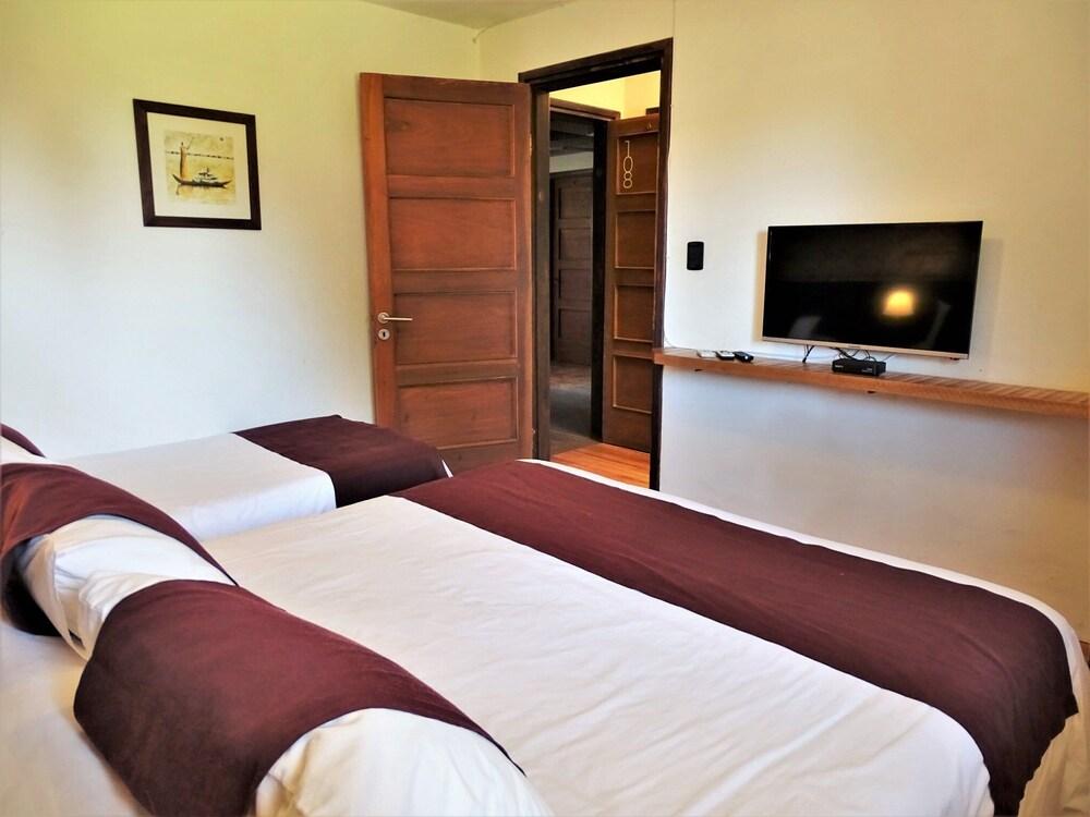 https://i.travelapi.com/hotels/16000000/15370000/15361700/15361679/77a38a25_z.jpg