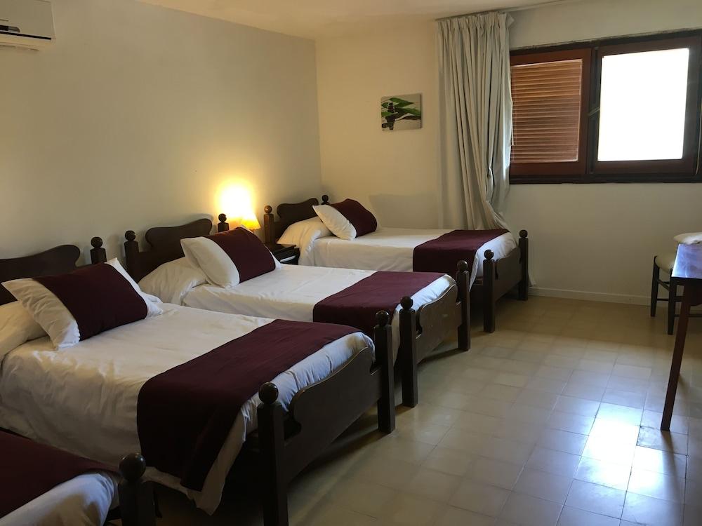 https://i.travelapi.com/hotels/16000000/15370000/15361700/15361679/782b337d_z.jpg
