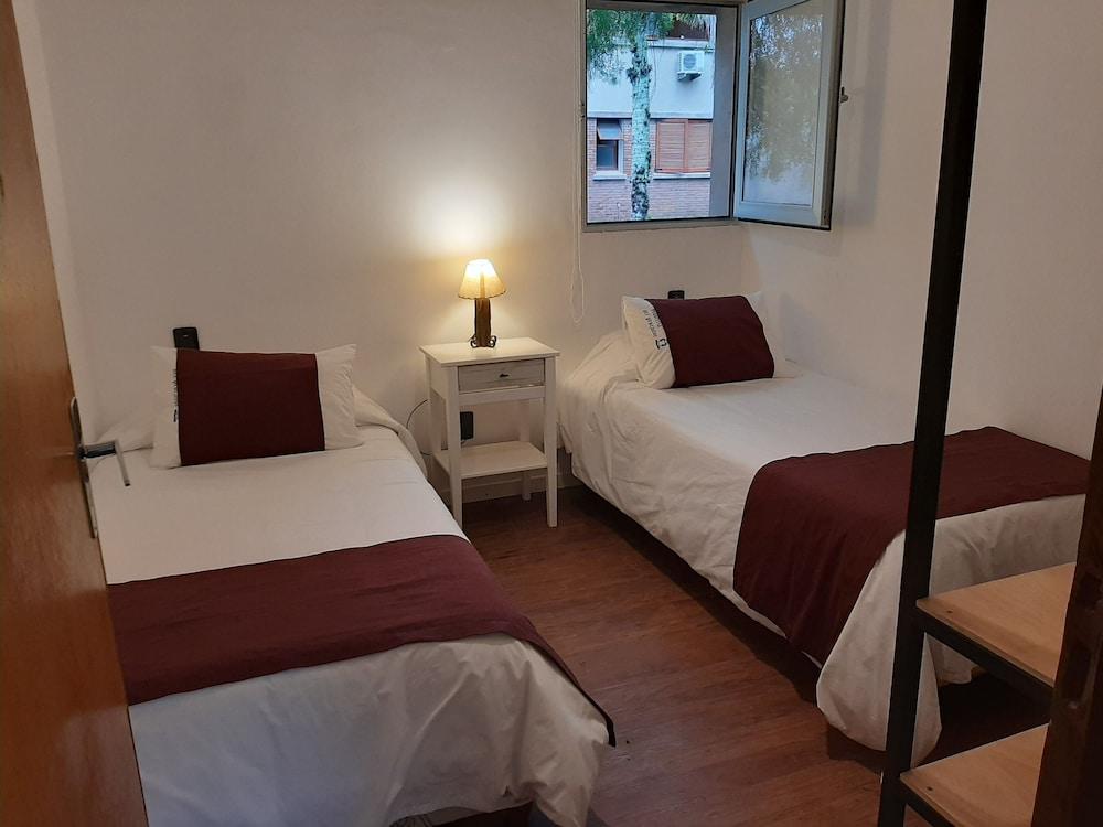 https://i.travelapi.com/hotels/16000000/15370000/15361700/15361679/78abf00a_z.jpg