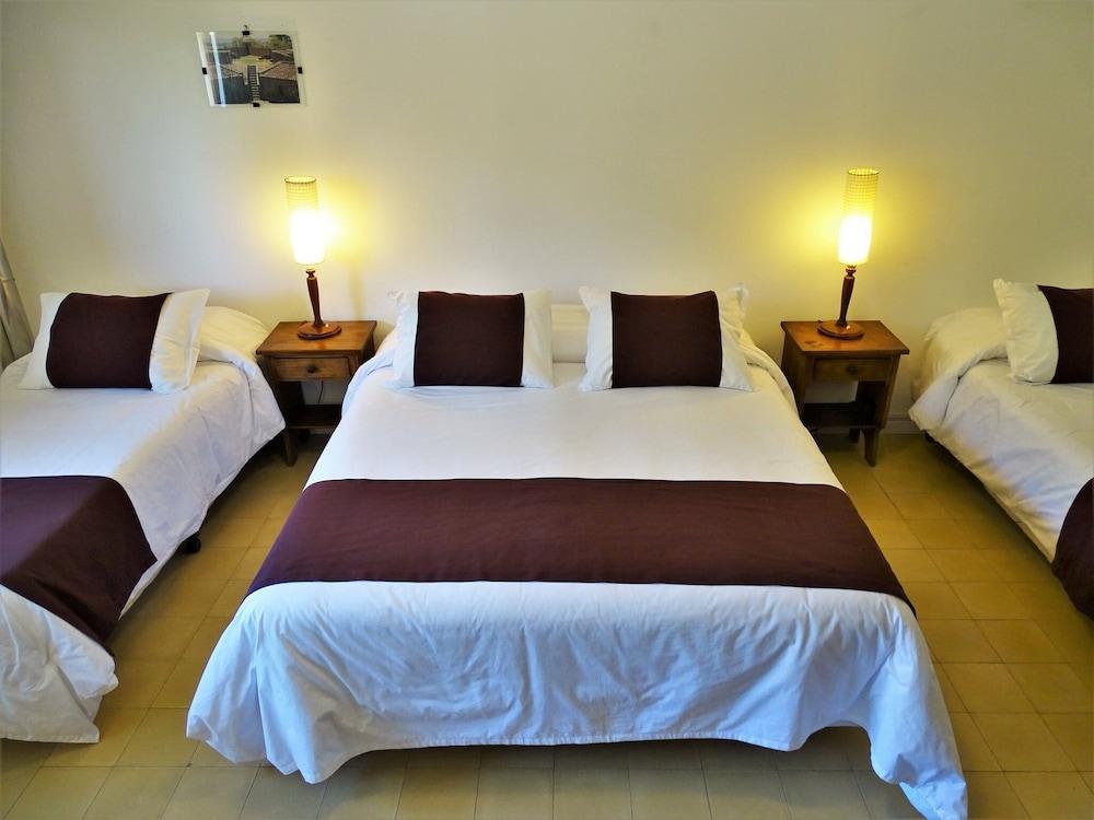 https://i.travelapi.com/hotels/16000000/15370000/15361700/15361679/c89b74f9_z.jpg