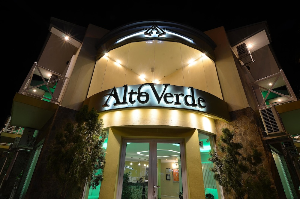 Alto Verde Suites and Apart