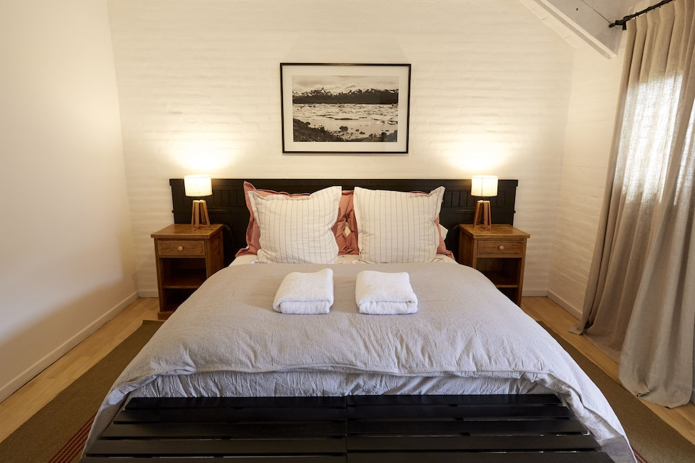 https://i.travelapi.com/hotels/16000000/15370000/15362900/15362817/54f4bec1_z.jpg