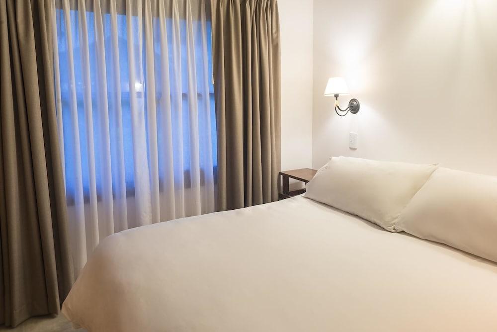 https://i.travelapi.com/hotels/16000000/15370000/15362900/15362837/0a914f00_z.jpg