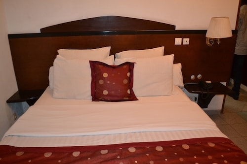 Le Luxtral Hôtel, Mfoundi