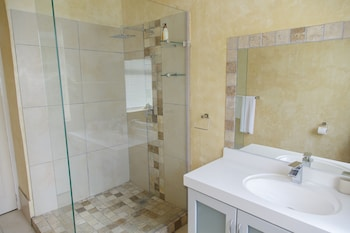 Whales Way Ocean Retreat - Bathroom  - #0