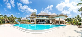 3 Bedroom Superior Over Beach Villa