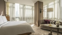 Four Seasons, Room, 1 King Bed