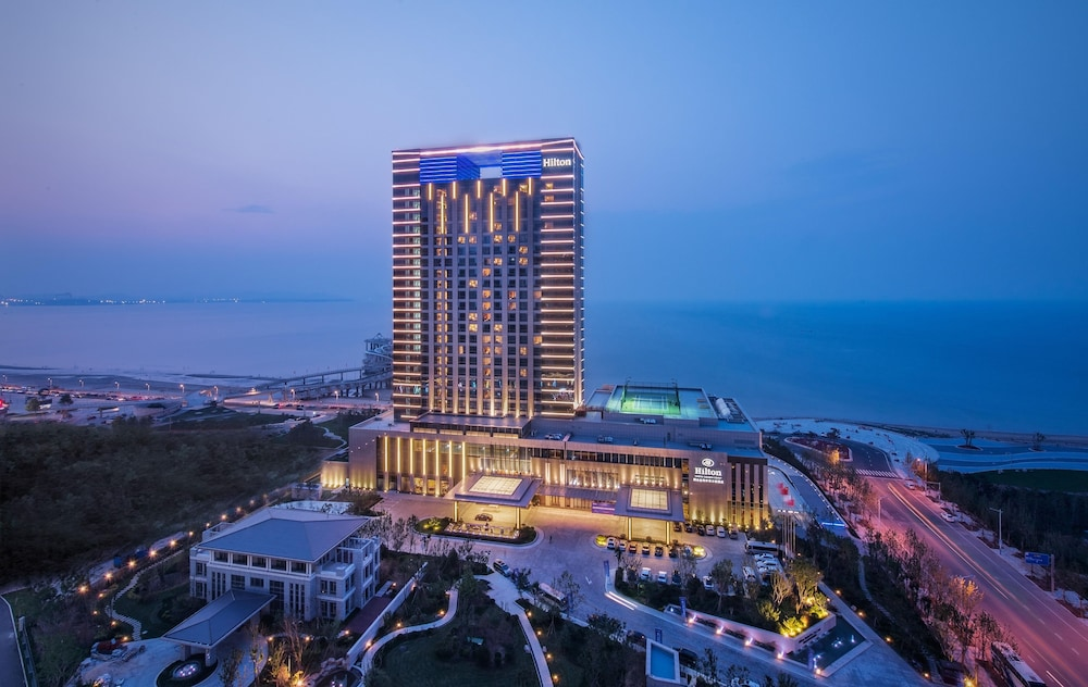 Hilton Yantai Golden Coast | Qantas Hotels