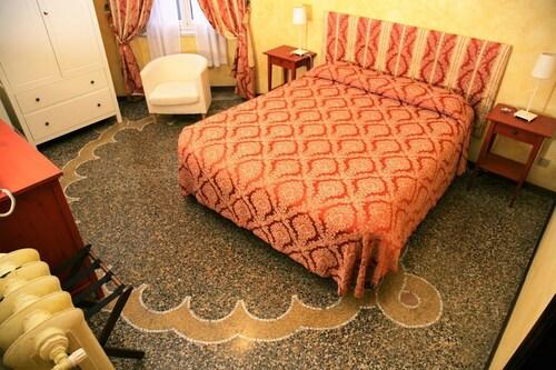 Hotel delle Rose, Genova
