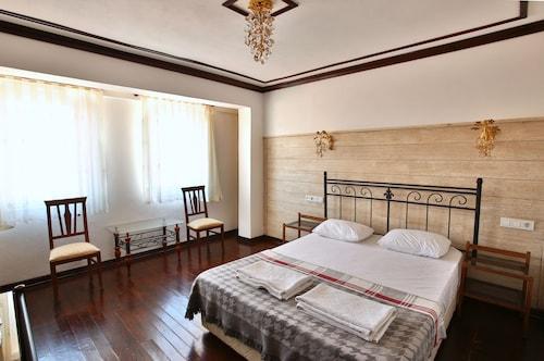. Bozcaada Fahri Hotel