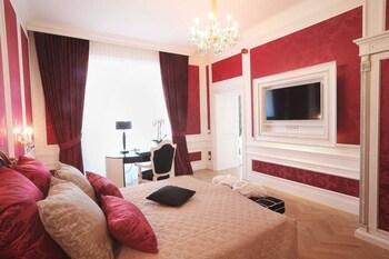 Grand Suite, 2 Bedrooms, Kitchen, Garden Area