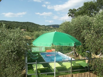 Villa Trasimeno with pool and lake view - Featured Image  - #0