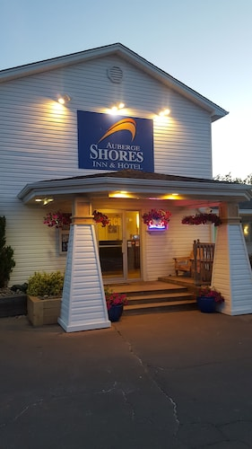 . Auberge Shores Inn & Hotel