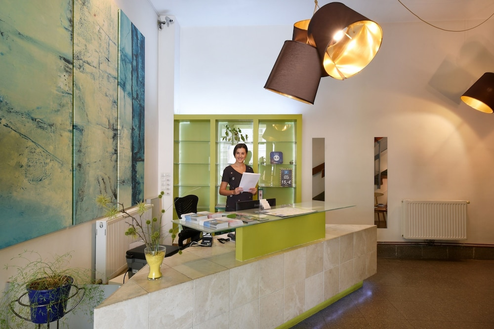 Hotel Mocca, Featured Image