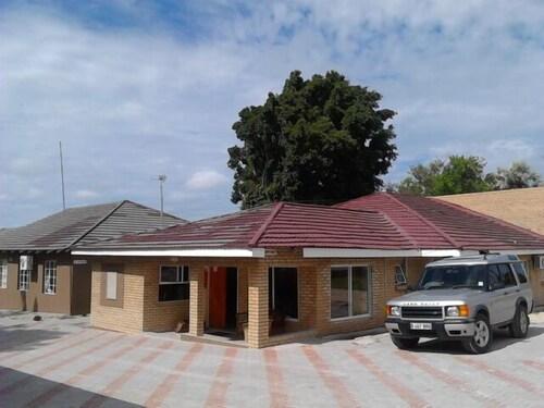 Kesmo Lodge, Ngamiland East